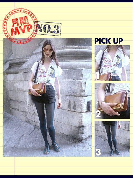 Sleeve, Denim, Outerwear, Style, Street fashion, Fashion accessory, Bag, Fashion, Waist, Sunglasses,