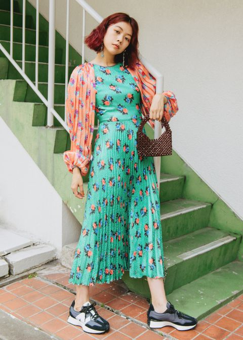 Clothing, Footwear, Green, Sleeve, Shoulder, Textile, Pattern, Dress, Stairs, Teal,