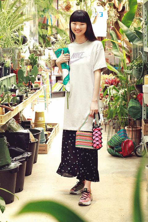 Textile, Bag, Fashion accessory, Street fashion, Flowerpot, Luggage and bags, Plumbing fixture, Houseplant, Bicycle wheel, Day dress,