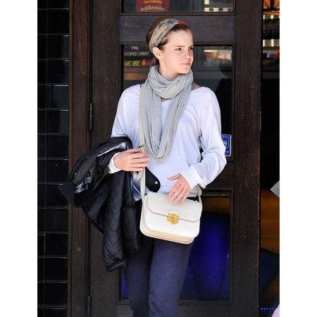 Bag, Street fashion, Jacket, Luggage and bags, Snapshot, Handbag, Fur, Stole, Scarf, Service,