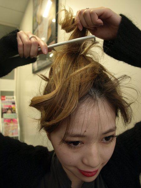 Hair, Head, Human, Hairstyle, Forehead, Eyebrow, Beauty salon, Hair accessory, Eyelash, Style,