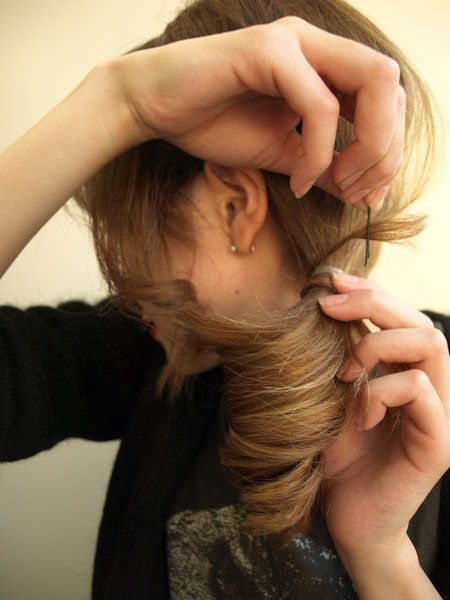 Hair, Finger, Hairstyle, Skin, Hand, Wrist, Style, Hair accessory, Long hair, Organ,