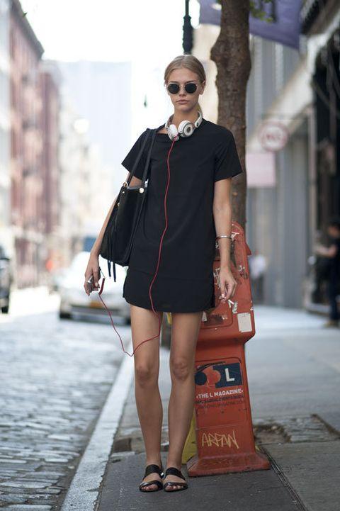 Clothing, Eyewear, Human leg, Shoulder, Dress, Sunglasses, Bag, Style, Street fashion, Street,