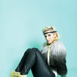 Textile, Joint, Sitting, Knee, Fashion, Fur, Sock, Boot, Knee-high boot, Costume accessory,