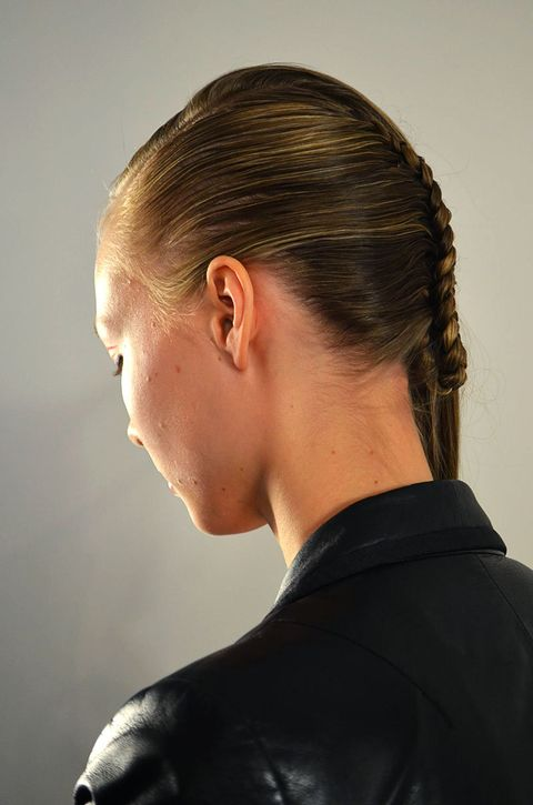 Hair, Head, Ear, Hairstyle, Forehead, Eyebrow, Mammal, Style, Earrings, Neck,