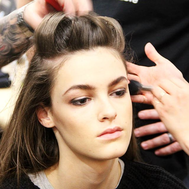 Finger, Hairstyle, Beauty salon, Eyebrow, Wrist, Eyelash, Style, Makeup artist, Hairdresser, Nail,