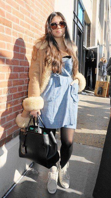 Eyewear, Shoulder, Textile, Sunglasses, Outerwear, Bag, Brick, Style, Goggles, Street fashion,