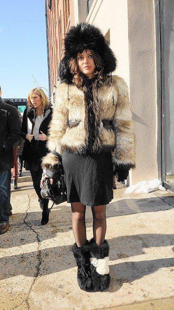 Clothing, Footwear, Human, Leg, Textile, Human leg, Outerwear, Winter, Jacket, Pattern,