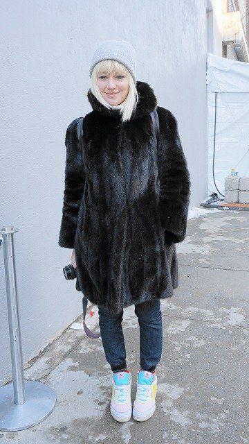 Sleeve, Winter, Textile, Outerwear, White, Style, Street fashion, Pattern, Knee, Woolen,