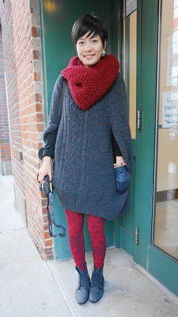 Sleeve, Human body, Textile, Outerwear, Pattern, Winter, Street fashion, Brick, Electric blue, Wool,