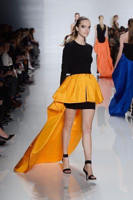 Clothing, Leg, Event, Shoulder, Human leg, Fashion show, Joint, Fashion model, Waist, Style,