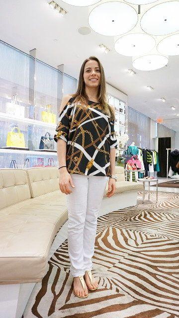 Sleeve, Shoulder, Textile, Interior design, Floor, Style, Flooring, Fashion, Beauty, Street fashion,