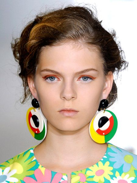Ear, Earrings, Hairstyle, Chin, Forehead, Eyebrow, Eyelash, Fashion accessory, Jewellery, Style,