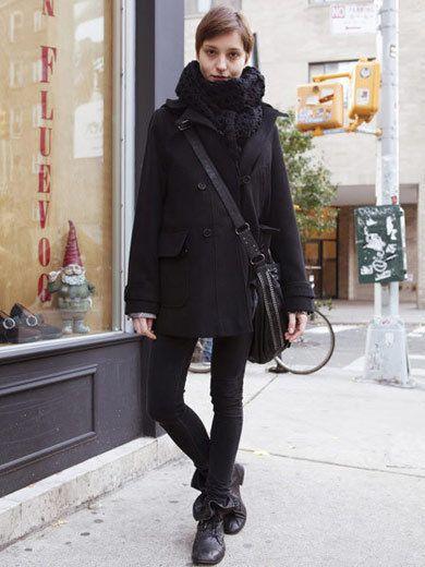 Clothing, Sleeve, Textile, Outerwear, Style, Winter, Street fashion, Scarf, Fashion, Bicycle wheel rim,
