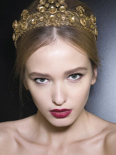 Lip, Hairstyle, Skin, Eye, Chin, Eyelash, Forehead, Hair accessory, Eyebrow, Headpiece,