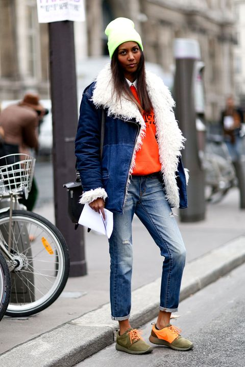 Trousers, Denim, Bicycle wheel rim, Textile, Jeans, Bicycle tire, Outerwear, Street, Style, Street fashion,