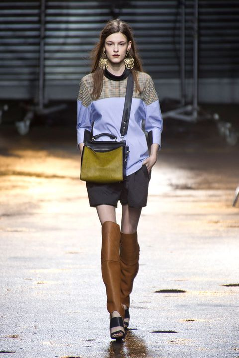 Human body, Sleeve, Shoulder, Human leg, Joint, Outerwear, Style, Street fashion, Fashion accessory, Knee,