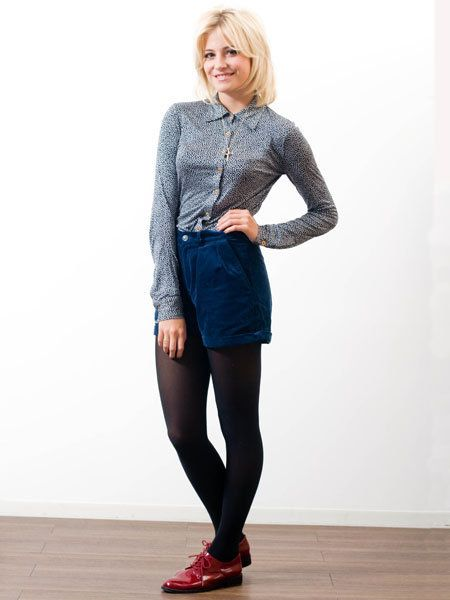 Clothing, Sleeve, Human leg, Shoulder, Textile, Joint, Outerwear, Style, Knee, Street fashion,