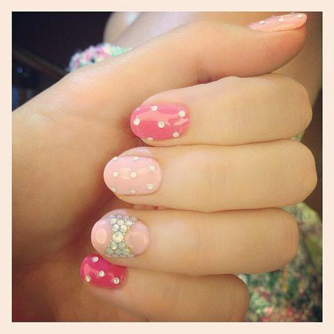 Blue, Finger, Green, Skin, Nail, Nail care, Nail polish, Pink, Manicure, Magenta,