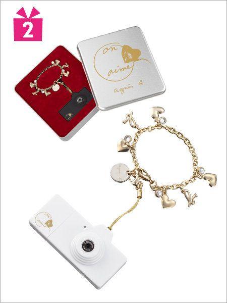 Technology, Metal, Rectangle, Symbol, Circle, Aluminium, Silver, Body jewelry, Chain, Cylinder,
