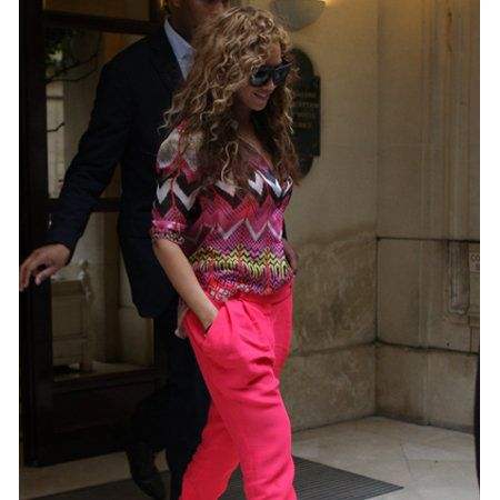 Shoulder, Shoe, Outerwear, Style, Fashion, Magenta, Street fashion, Waist, Maroon, Foot,
