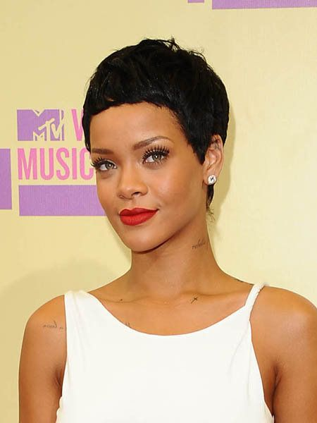 Clothing, Ear, Lip, Hairstyle, Skin, Chin, Forehead, Shoulder, Eyebrow, Sleeveless shirt,