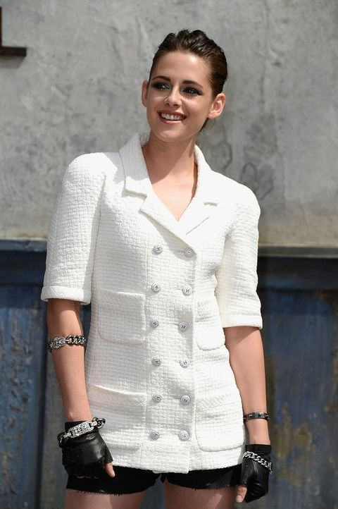 Clothing, Arm, Collar, Sleeve, Shoulder, Hand, Joint, White, Fashion accessory, Style,