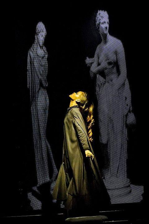 Human body, Standing, Sculpture, Art, Costume design, Statue, History, Monument, Visual arts, Costume,