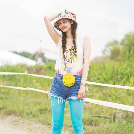 Clothing, Shoe, Sleeve, Hat, Denim, Textile, Style, Street fashion, Fashion accessory, Sun hat,