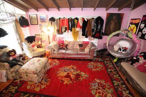 Room, Interior design, Flooring, Pink, Carpet, Interior design, Rug, Decoration, Collection, Linens,