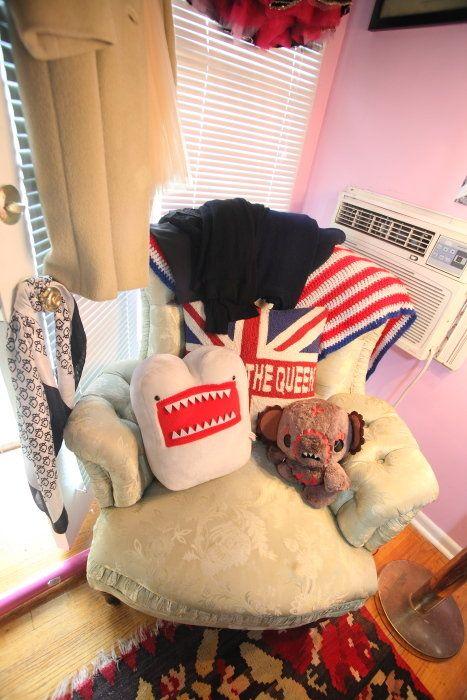 Room, Interior design, Costume accessory, Interior design, Costume hat, Fur, Home accessories, Window covering, Christmas, Boot,