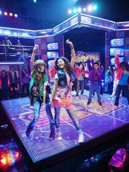 Entertainment, Event, Performing arts, Dancer, Performance, Dance, Stage, Public event, Performance art, Concert dance,