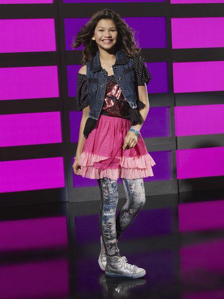 Textile, Purple, Magenta, Pink, Style, Pattern, Violet, Fashion, Thigh, Fashion model,