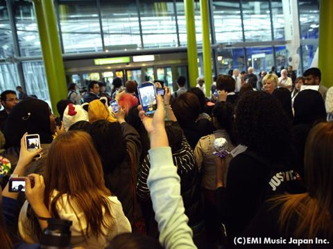 Crowd, Camera, Gadget, Cameras & optics, Video camera, Multimedia, Mobile phone, Audience, Digital camera, Electronics,