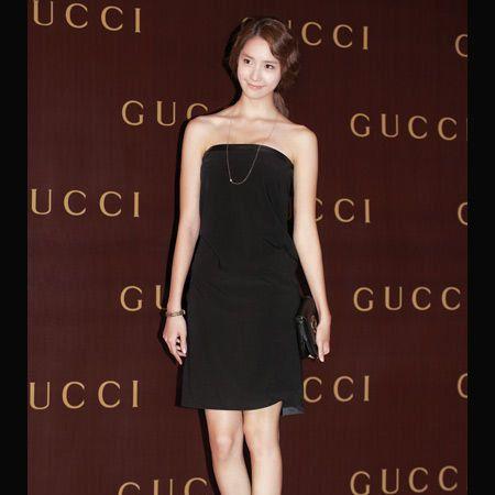Clothing, Leg, Dress, Shoulder, Joint, One-piece garment, Waist, Style, Formal wear, Cocktail dress,