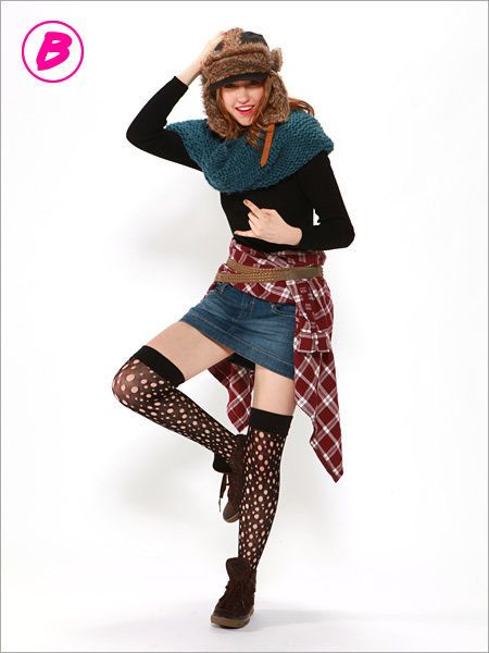 Leg, Sleeve, Textile, Hat, Joint, Pattern, Style, Knee, Costume accessory, Fashion,