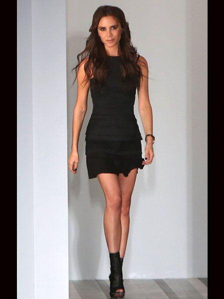 Clothing, Leg, Dress, Human leg, Sleeve, Shoulder, Joint, One-piece garment, Style, Waist,