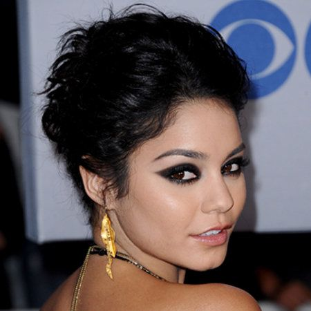 Ear, Lip, Hairstyle, Skin, Earrings, Chin, Forehead, Eyelash, Eyebrow, Jewellery,
