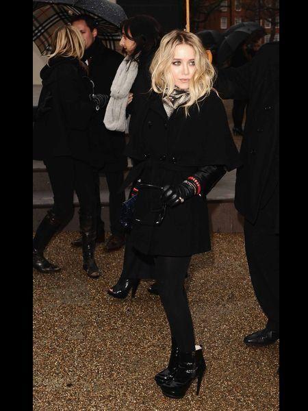 Footwear, Outerwear, Coat, Fashion, Street fashion, Jacket, Leather, Stocking, Fur, Boot,
