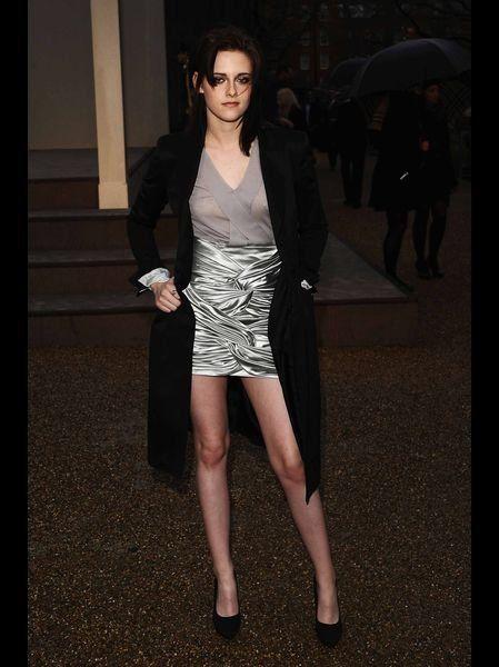 Leg, Umbrella, Coat, Outerwear, Style, Formal wear, Dress, Jacket, Blazer, Fashion,