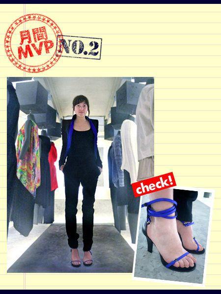 Leg, Sleeve, Human leg, Fashion, Toe, Street fashion, Electric blue, Foot, Calf, Ankle,