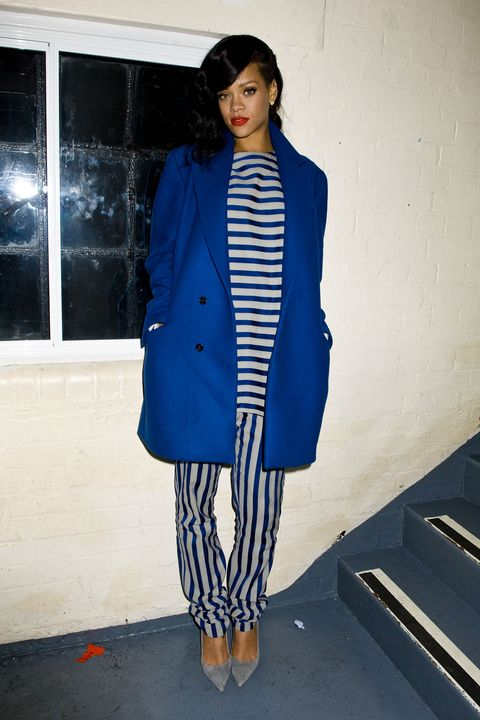 Clothing, Blue, Sleeve, Shoulder, Textile, Outerwear, Style, Coat, Street fashion, Stairs,