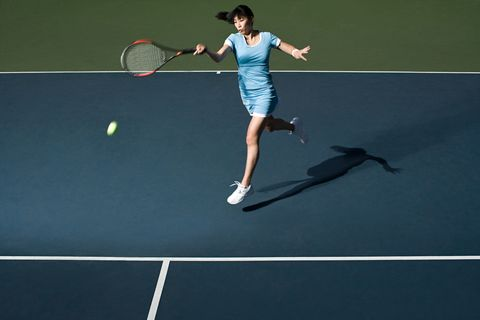 Clothing, Daytime, Fun, Sports equipment, Human leg, Racketlon, Tennis racket, Athletic shoe, Tennis player, Leisure,