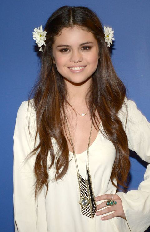 Hairstyle, Sleeve, White, Happy, Hair accessory, Facial expression, Petal, Beauty, Long hair, Headpiece,