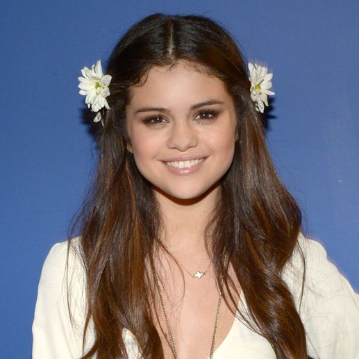 Hairstyle, Sleeve, White, Happy, Hair accessory, Facial expression, Petal, Fashion accessory, Beauty, Long hair,