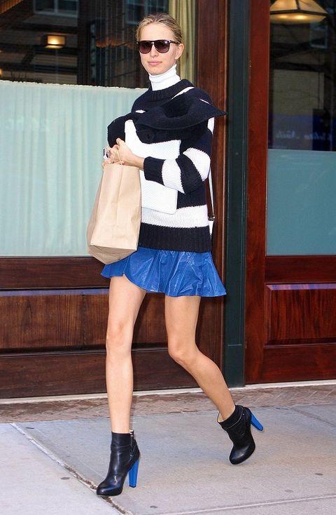 Clothing, Footwear, Eyewear, Leg, Blue, Sleeve, Human leg, Sunglasses, Shoulder, Shoe,