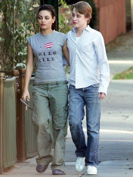 Clothing, Leg, Trousers, Denim, Jeans, Textile, Shirt, Standing, T-shirt, Pocket,