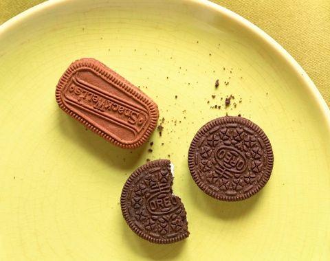 Finger food, Food, Dessert, Dishware, Cookies and crackers, Snack, Baked goods, Sweetness, Serveware, Biscuit,
