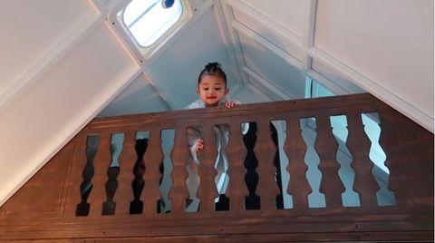 Wood, Product, Eye, Baby & toddler clothing, Wood stain, Organ, Baluster, Hardwood, Handrail, Toddler,