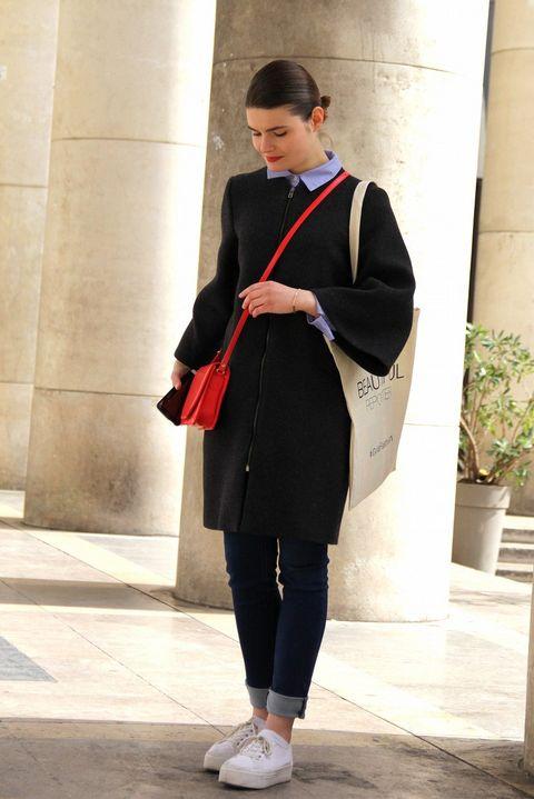 Flowerpot, Standing, Outerwear, Style, Street fashion, Blazer, Houseplant, Knee, Tights, Active pants,